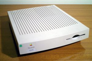Apple_Macintosh_LC_475-1